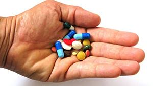 Проверете шкафа с лекарства