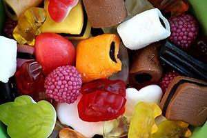 Дъвчащите плодови бонбони съдържат същия восък като автомобилните восъци