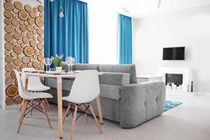 Мебели до стените