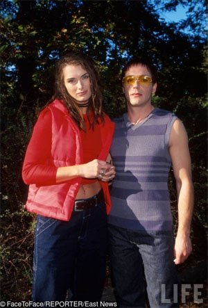 Брук Шийлдс и Робърт Дуейн Джъниър, 1998