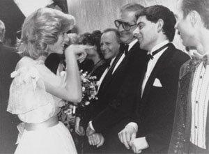 Принцеса Даяна и Роан Аткинсон на кралското вариететно шоу, 1984