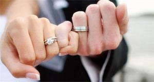 Защо носим венчалния пръстен на безименния пръст